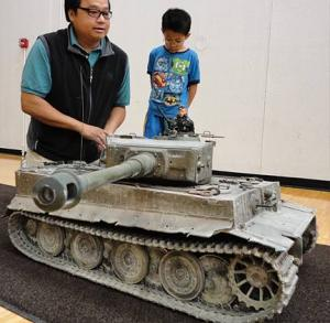 Ramon Mendoza (left) prepares to demonstrate his $8,500 1:6 scale RC Tiger Tank the 2012 Chicago GIjOE Show. (Photo: Mark Otnes) Click to enlarge.