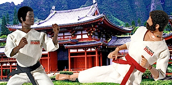 Imagine the diorama scenes you could create with just a couple of straw placemats and a photo backdrop! It's time to hold your own Kung Fu Tournament. Winner takes all! (Photo: Hobby Crash)