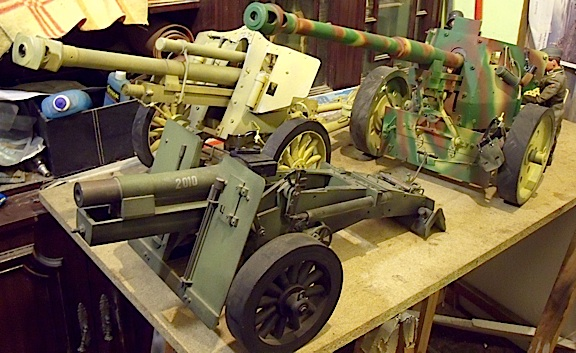 These intricate field artillery pieces are of museum-quality. (Photo: javi)