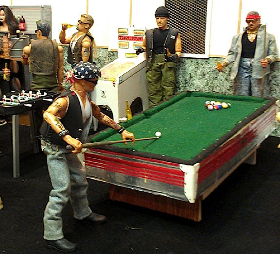 Ron's gameroom diorama features a scratch-built bar, pool table, skee-ball alley and much more. Look how ALIVE his scenes feel! (Photo: Ron Stymus)