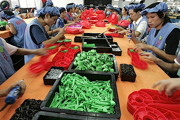 Chinese workers assembling toys at a factory in Panyu, in South China's Guangdong Province. (Photo: REUTERS/Aly Song)