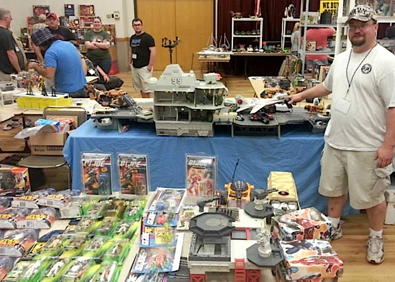 "This dealer had plenty of 3.75"" Joes on hand for those who love the 1980s, RAH ""Little Joes."" Check out that USS Flagg! Go, JOE! (Photo: DFWGCC)"