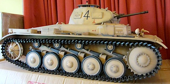 Absolutely beautiful Dragon German tank in desert colors. BLIMEY! (Photo: Dare