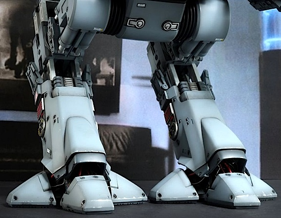 How do they do it? This closeup of ED-209's claw-like feet reveal paint and fitting details that would take the most skilled customizer MONTHS to accomplish. Amazing! (Photo: Hot Toys)
