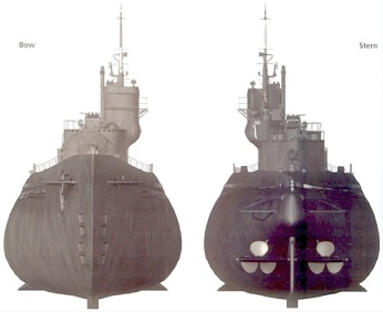 This revealing bow and stern view of the I-400 class submarine shows how its conning tower was constructed in a very similar way to that of a traditional aircraft carrier. (Image: subcommitte.com)
