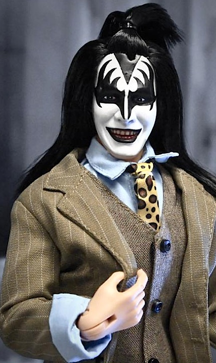 Gene Simmons is, without a doubt, the most photogenic and memorable of the 4 original members of KISS, and KTC has certainly done him justice with this amazing 12-inch action figure. And get a load of that suit! WOW! (Photo: KTC)