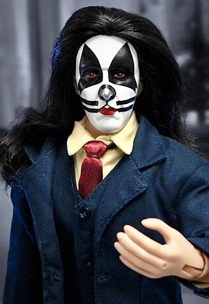 For fans who know what Peter Criss looks like, this headsculpt is RIGHT ON. Again, FTC gave him WAY too much hair. Criss never had very long hair, just shoulder length. A simple (careful) haircut would fix him right up. WOW! (Photo: FTC)