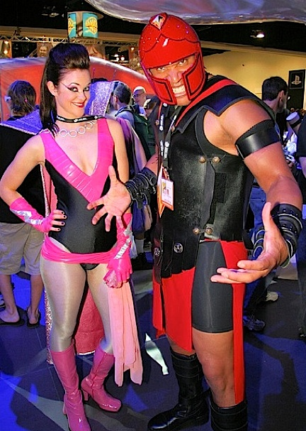 "Weld poses with fellow WWTBASH contestant E. Quincy Sloan (aka ""Ty'Veculus"") during the 2006 San Diego ComicCon. (Photo: Alan Crosby)"