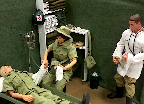 These great medical dioramas NEVER get old. Look at the well-chosen background accessories and nicely posed figures. GREAT job! (Photo: Louie Lapointe)