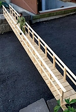 What? Don't you have your own realistic 1:6 foot-bridge? If not, why not MAKE one? Look at what Angelo did with simple scraps. WOW! (Photo: Angelo D'Annibale)