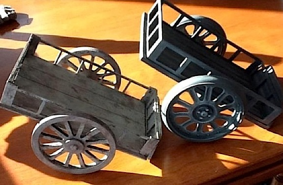 Inspired by the ammunition cart by Dragon (on the right), D'Annibale decided to make one of his own (left). OutSTANDING work, Angelo! Which one do YOU prefer? (Photo: Angelo D'Annibale)