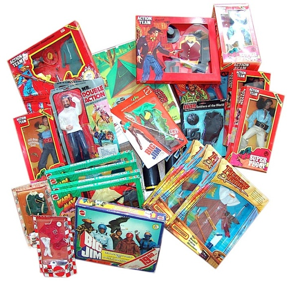 With almost 1,000 items in the NOS auction, Winkler dumped out a pile of assorted pieces to serve as an example of what might be expected. Keen-eyed collectors will spy items from Action Man, Action Team, Big Jim, and many others. What a find! (Photo; Landsberger Spielzeugauktion)