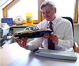 Auctioneer Uwe Winkler (Photo: Landsberger Spielzeugauktion)