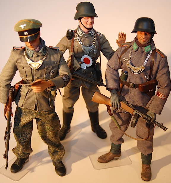 Three superb Feldgendarmerie (WWII German Military Police) figures, complete with every detail. Out-STANDING work, Greg! (Photo: Grzegorz Borecki)