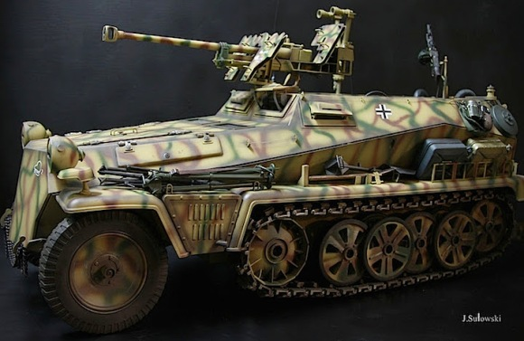 Sulowski's skills as a modeler and customizer are clearly apparent in the vehicles he creates as well. ASTONISHING! (Photo: Jacek Sulowski)