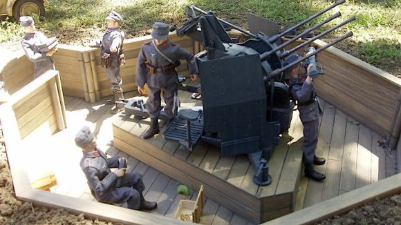 What better place to set up and display your handmade 1:6 AA battery station than OUTDOORS, in the backyard, during a local division club meeting? This outstanding dio was set up during a gathering of the famous LSSR down in Texas. Hoo-EEE! (Photo: Greg Brown)